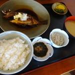 池田丸 - 料理写真:煮魚定食(オキメバル)