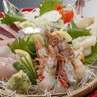 金沢港より直送の新鮮な海の幸を…!四季折々の味覚を楽しんで◎