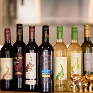 豊富に揃えた【タイワイン】。飲み比べで新しい美味しさに出会う