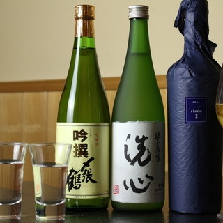 繊細なお寿司の味を引き立てるパートナー。選りすぐりの銘酒。