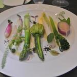 アキヒサ ハンダ - 野菜の旬を奏でるような温サラダ
