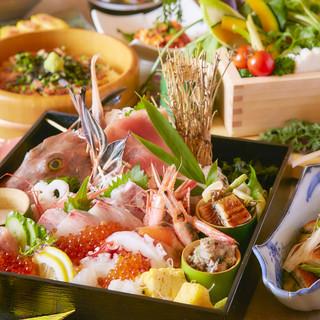 当店イチ押しの海鮮玉手箱など豪華料理満載のコース!