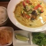 Thai Food Lounge DEE  - グリーンカレーラーメン 激辛セット (´∀`*)