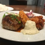BEER DINING 銀座ライオン - 和風ハンバーグとエビフライ、鶏からです