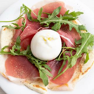 今注目のチーズ「ブッラータ」とろとろ食感を堪能