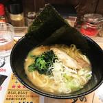 横浜家系ラーメン アメ村家 - 家系醤油ラーメン(700円)