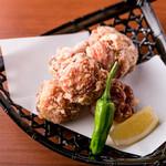 鶏の唐揚げ定食(ご飯・味噌汁・サラダ・漬物・生卵つき)