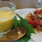 モンテ・マーレ - カボチャの冷製スープ、自家製ズッキーニのパスタ!