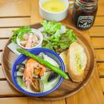 OUTDOOR CAFE MEER LOUNGE - 『ランチ限定』魚介ワンプレート