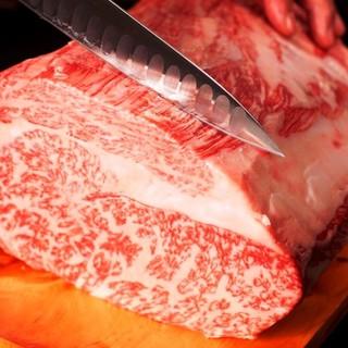 職人が切り方から食べ方までこだわって提供する黒毛和牛に舌鼓!