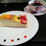 88614094 - フルーツタルトのケーキ