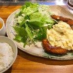 88617105 - ランチ「チキン南蛮定食」(750円税込)。ご飯は、大中小から選べる(今回は小)。