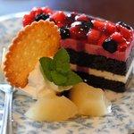 ビーンズ・カフェ - 料理写真:ベリー系ケーキ