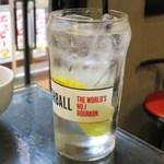 三茶酒家 香港バル213 - 鮮檸檬沙瓦(香港式生レモンサワー)