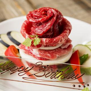 イルミネーションの後は特製肉ケーキでお祝いを!!