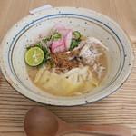 ウドンダイニング コナ ミズ シオ - 焼きさばと野菜漬の特製ひや汁うどん