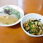 かしわの武内 - 丼と麺のセットメニュー(かしわバター丼と魚介醤油ラーメン)