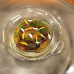 Restaurant Cinq - 前菜:生ウニ/富山ホタルイカ/牛コンソメジュレと人参ムース/ハーブ('18年4月下旬)