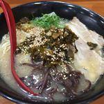 筑豊ラーメン山小屋 - 辛子高菜と胡麻をたっぷり掛けて頂きます!