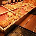 はなまるうどん - レーンに並ぶ天ぷら