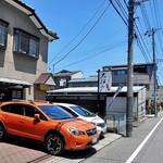 大江戸 - 裏通りに面しています