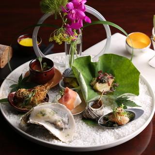 イタリア料理×日本料理を融合した、月替わりコースも。
