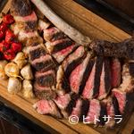 オーク ドア - 旨味と肉汁を湛えた『国産F1 トマホークステーキ56オンス』