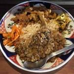 コクテイル - 二種盛り(ポークビンダルー、ミックス豆)