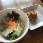 スパイスカフェ - サラダとチキンティッカ