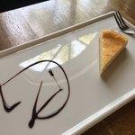 スパイスカフェ - デザートのチーズケーキ 余白の美か!