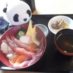 88641002 - びっくり海鮮丼 魚スープ、煮魚付き