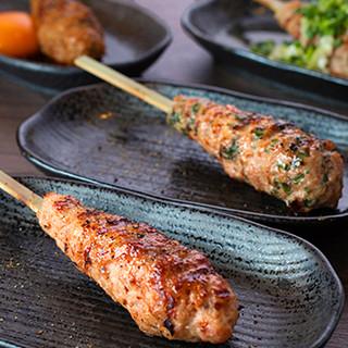 自慢の「プレミアムつくね」は超粗挽き肉で旨味たっぷり!