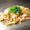 ぼちぼち - 料理写真:具たっぷり 海老とイカの塩焼そば