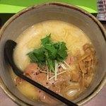 麺処 とりぱん - しお770円 麺 太 縮れ スープ 鶏 しお ゆず チャーシュー レア大1枚 トッピング  穂先メンマ 水菜 背脂 無し