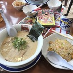 風風ラーメン - 豚骨ラーメンと焼き飯セットで980円!