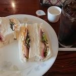 じゅうやくしつ - おまかせサンドイッチ、アイスコーヒーのセット(税込650円)