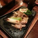 津軽じょっぱり漁屋酒場 - 青森の地鶏 シャモロックのくわ焼き