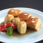 カフェ&グルメショップ カフェベル - 豚肉と小芋の旨煮(盛りつけ例)