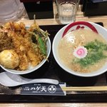 88657257 - 天丼(上)とらぁ麺