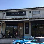 ゼブラ コーヒーアンドクロワッサン - お店の外観