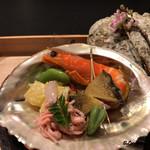 お料理 七草 - 白魚の紅梅煮、蚕豆翡翠煮、筍と独活酒粕和え、蝦夷鮑、煮鮑松葉串、天使の海老の唐墨射込み
