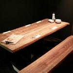 餃子とスパークリング バブルス - テーブル席