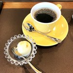 88661143 - ローストビーフ丼(コーヒー、アイス付き)950円