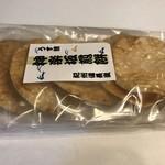 神楽坂地蔵屋 - 神楽坂の店でうす焼を買う