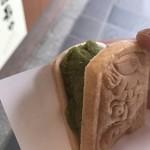 天山 - 鬼瓦最中(ハ女茶)