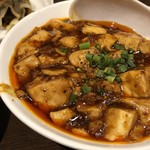 本格四川料理 三鼎 - ◆麻婆豆腐・・かなり辛いですけれど、花椒が効いて麻婆豆腐としては美味しい。 でもこれを頂くだけでお水2杯飲みましたけれど。(^^;)