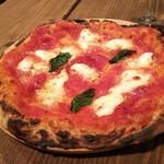 88672956 - マルゲリータピッツァ。モッチモチの生地にモッツァレラとトマトソースが載った逸品です。