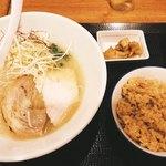 88674873 - 双鶏白湯ラーメンセット(^^)