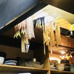 しらなみ - 料理写真:天井に魚が干してあったw思わず写メってしまったw