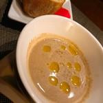 88675421 - マッシュルームのクリームスープ。濃厚、オリーブオイルのアクセントも良い味~(≧∀≦)